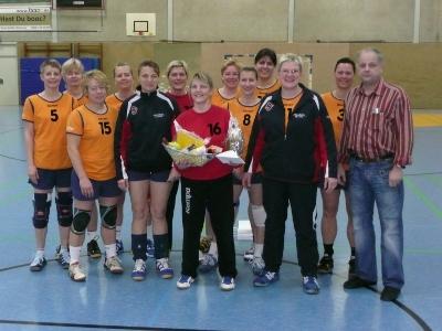 Inge Rödel wurde im Kreis des AD-Teams von Abteilungsleiter Werner Unrath verabschiedet